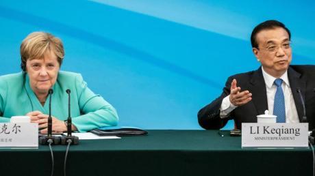 Bundeskanzlerin Merkel sitzt im September 2019 neben Li Keqiang. Nun finden die Gespräche per Videokonferenz statt.