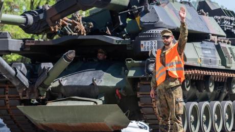Mit einer Übung trainiert die trainiert die Streitkräftebasis die Verlege- und Einsatzfähigkeit der Schnellen Eingreiftruppe ins Baltikum.