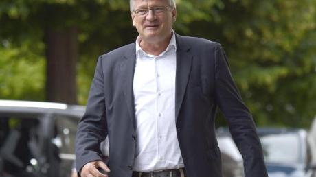 Jörg Meuthen, AfD-Parteichef, auf dem Weg zum nicht-öffentlichen AfD-Bundeskonvent im sächsische Lommatzsch.