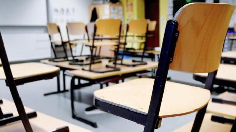 Leerer Klassenraum in einer Grundschule.
