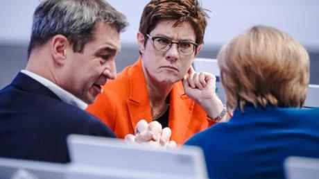 CSU-Chef Markus Söder zusammen mit Annegret Kramp-Karrenbauer und Bundeskanzlerin Angela Merkel.