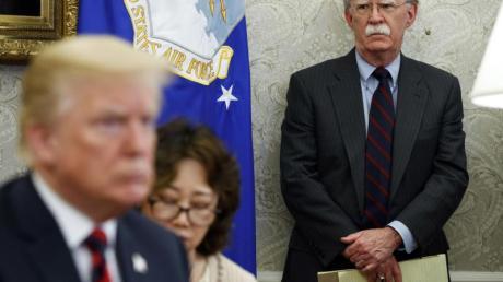 Der damalige US-Sicherheitsberater John Bolton im Mai 2018 neben Donald Trump.