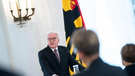 Bundespräsident Steinmeier spricht anlässlich der Entlassung des Präsidenten des Bundesverfassungsgerichts, Voßkuhle, im Schloss Bellevue.