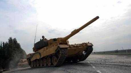 Ein Leopard 2A4 der türkischen Armee ist auf dem Weg nach Syrien.