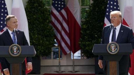 Donald Trump empfängt Andrzej Duda nur wenige Tage vor der Präsidentschaftswahl in Polen, was Vorwürfe der Wahlbeeinflussung mit sich brachte.
