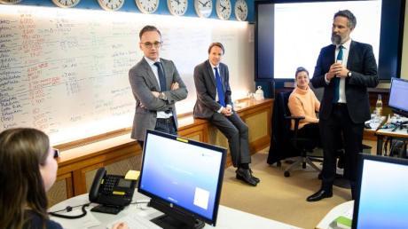 Außenminister Heiko Maas bei einem Besuch des Krisenreaktionszentrums im Auswärtigen Amt im März. Hier wurde die Rückholaktion deutscher Staatsbürger aus dem Ausland organisiert.