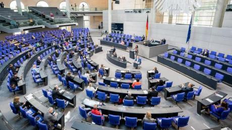 Für die Bundestagswahl 2021 wird ohne Wahlrechtsänderung ein Anwachsen auf 800 oder noch mehr Abgeordnete im Bundestag befürchtet.