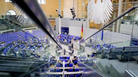 Der Deutsche Bundestag hat derzeit die Rekordgröße von 709 Abgeordneten.