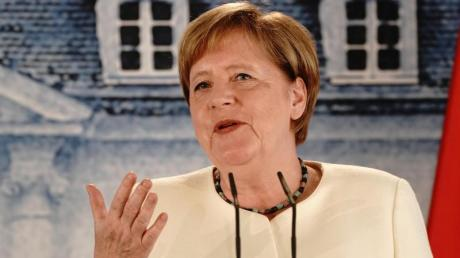 Ein gemeinsamer Podcast von Merkel und Helene Fischer? Das hätte doch was.
