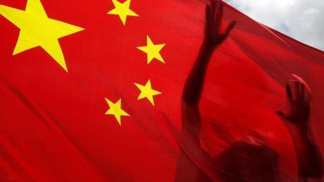 Ungeachtet weltweiter Kritik hat China das Gesetz zum Schutz der nationalen Sicherheit in Hongkong erlassen.