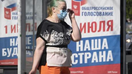 Auf einem Plakat in Sankt Petersburg steht: «Ganz Russland wählt am 1. Juli unsere Zukunft und unser Land».