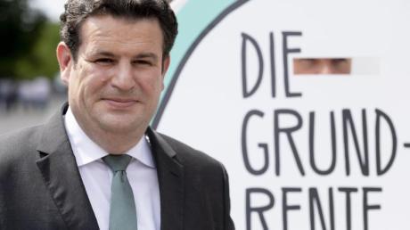 Hubertus Heil (SPD), Bundesarbeitsminister, vor dem Bundestag.