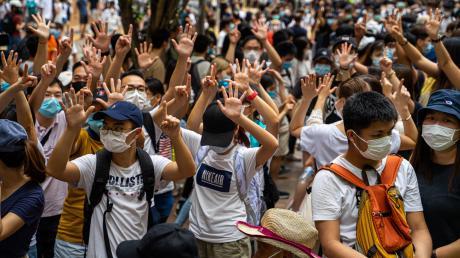 Tausende Hongkonger protestierten gegen das Inkrafttreten des chinesischen Gesetzes zum Schutz der nationalen Sicherheit.