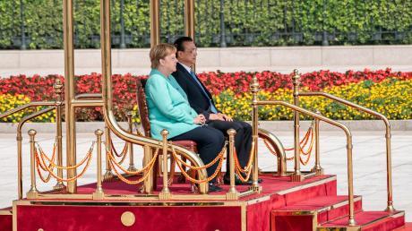 Bundeskanzlerin Angela Merkel bei einer China-Reise im September 2019, hier mit Li Keqiang, Ministerpräsident von China, bei einem Empfang mit militärischen Ehren vor der Großen Halle des Volkes.
