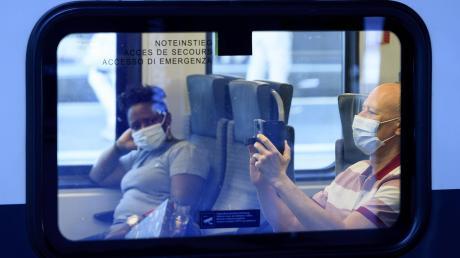 Seit Montag gilt auch in der Schweiz eine Maskenpflicht in öffentlichen Verkehrsmitteln.