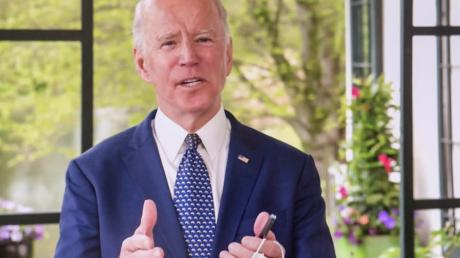 Joe Biden ist in diesen Tagen vor allem inVideos zu sehen, die er in seinem Haus in Wilmington aufnimmt – mal wie hier auf der Terrasse, mal vor der Bücherwand im Keller.
