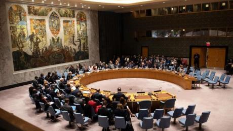 Blick auf eine Sitzung des Sicherheitsrats der Vereinten Nationen. Aktuell wird dort um humanitäre Hilfe für Syrien verhandelt.