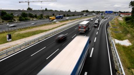 Die Grünen fordern, dass die EIB nur noch solche Verkehrsprojekte finanziert, die dem Klimaschutz dienen. Autobahnen gehören nicht dazu.