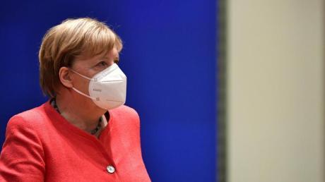 Bundeskanzlerin Merkel hat eine Vermittlerrolle beimEU-Gipfel, weil Deutschland seit 1. Juli den Vorsitz der 27 EU-Staaten führt.