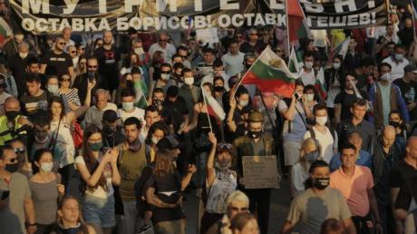 Demonstranten protestieren am 15. Juli gegen die Regierung.