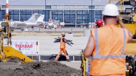 Um Jahre verspätet und um Milliarden teurer: Der Hauptstadtflughafen BER ist nur eines von vielen Großprojekten, die für Schlagzeilen oder gar Skandale sorgen.