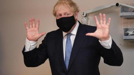 Der britische Premierminister Boris Johnson bei einem Besuch in einem Krankenhause im Osten Londons.
