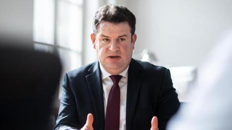 Arbeitsminister Hubertus Heil plant, das Kurzarbeitergeld zu verlängern.