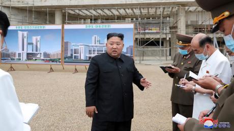 Kim Jong Un, Machthaber von Nordkorea, kann die Corona-Gefahr nicht mehr leugnen.