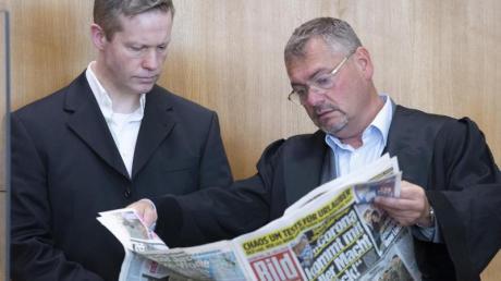 Rechtsanwalt Frank Hannig (r) verteidigt den Angeklagten Stephan Ernst (l) nicht länger.