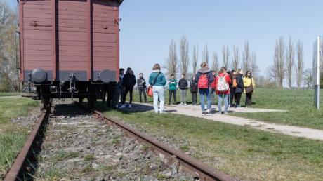 NS-Opfer aus den Niederlanden fordern Entschädigungen für Zugfahrten ins KZ.