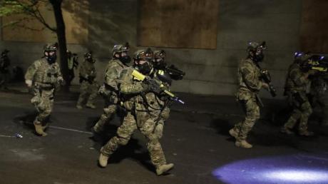 Bundespolizisten am Rande eines «Black-Lives-Matter»-Protests in Portland.