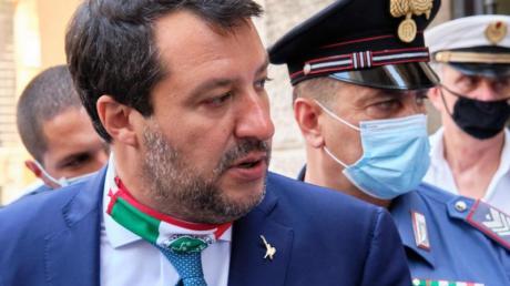 Ihm droht nach der Aufhebung der Immunität eine lange Haftstrafe: Rechtspopulist Matteo Salvini (l).