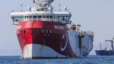 """Die """"Oruc Reis"""" liegt zwar vor Anker, aber jetzt hat die Türkei ein anderes Forschungsschiff losgeschickt."""
