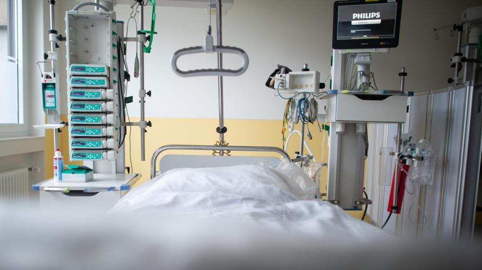 Während Experten sich noch uneins sind, ob die zuletzt steigenden Infektionszahlen bereits eine zweite Welle der Pandemie ankündigen, bereiten sich die Krankenhäuser mit stufenweisen Alarmplänen auf einen Anstieg der Patientenzahlen vor.