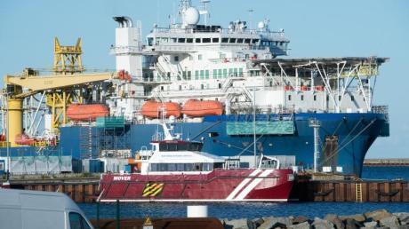 Das russische Verlegeschiff «Akademik Tscherski» liegt im Hafen Mukran auf der Insel Rügen.