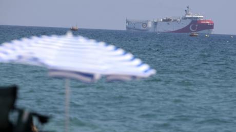 Begleitet von Kriegsschiffen kreuzte das türkische Forschungsschiff Oruc Reis vor den griechischen Inseln.