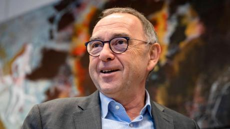 SPD-Parteichef Norbert Walter-Borjans macht seinen ärgsten Widersacher zum Kanzlerkandidaten. Er weiß, dass er im linken Flügel noch Überzeugungsarbeit leisten muss.