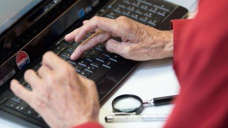 Wie ist es um die digitalen Kompetenzen der Senioren in Deutschland bestellt? Dazu gibt der neue Altersbericht Auskunft.