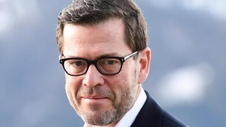 Der frühere Bundesminister Karl-Theodor zu Guttenberg (CSU) hat erneut eine Doktorarbeit vorgelegt.