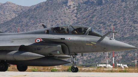 Ein französischer Kampfjet auf der Souda Air Base auf Kreta. Frankreich unterstützt Griechenland im Konflikt mit der Türkei.