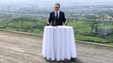 """Als hätte es die Ibiza-Affäre nicht gegeben: Heinz-Christian Strache bei der Vorstellung seiner """"Bürgerbewegung"""" auf dem Kahlenberg hoch über den Dächern Wiens."""