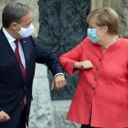 Bundeskanzlerin Angela Merkel gratuliert Armin Laschet zur Wahl zum Unions-Kanzlerkandidaten.