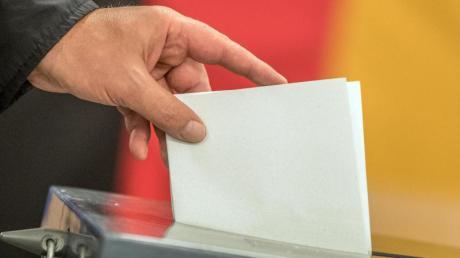 Alle vier Jahre geben die Menschen in Deutschland ihre Stimmen bei der Bundestagswahl ab - entweder per Briefwahl oder im Wahllokal.