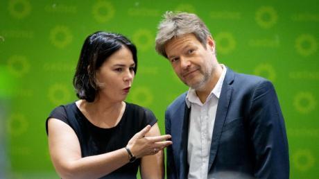 Wären wieder zweitstärkste Kraft - wenn heute Bundestagswahl wäre:Die Bundesvorsitzende und der Bundesvorsitzende der Grünen, Annalena Baerbock und Robert Habeck.