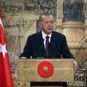 Recep Tayyip Erdogan spricht während einer Pressekonferenz. Die türkische Regierung zählt nicht mehr die Fälle, sondern die Patienten. Die Zahlen sind dadruch niedriger.