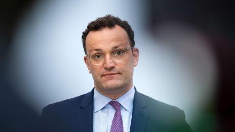 Bisher steht Gesundheitsminister Jens Spahn im Rennen um den CSU-Vorsitz loyal an der Seite des NRW-Ministerpräsidenten Armin Laschet.
