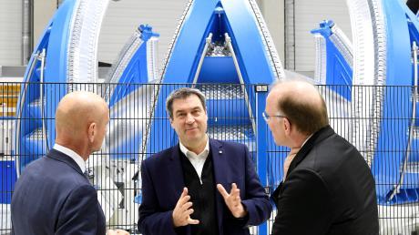 Neuer Schub für die Luft- und Raumfahrt: Markus Söder im Februar bei MT Aerospace in Augsburg.
