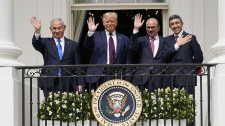 Israels Ministerpräsident Benjamin Netanjahu (l-r), US-Präsident Donald Trump, der bahrainische Außenminister Abdullatif al-Sajani und Abdullah bin Sajid, Außenminister der Vereinigten Arabischen Emirate, in Washnigton.