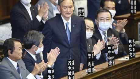 Japans neuer starker Mann heißt Yoshihide Suga. Der 71-Jährige tritt die Nachfolge von Shinzo Abe an - und erbt große Herausforderungen.