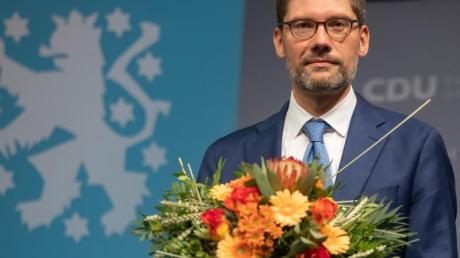Der frühere Ost-Beauftragte der Bundesregierung, Christian Hirte, ist neuer Landesvorsitzender der Thüringer CDU. Der 44-Jährige wurde mit 67,6 Prozent der Stimmen gewählt.